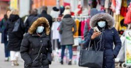 Một phần ba phụ nữ Canada cân nhắc bỏ việc do áp lực từ Covid-19